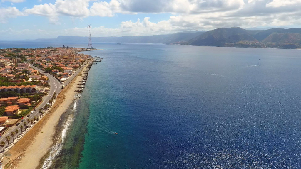 Lo Stretto di Messina visto col drone
