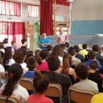 L'atleta paralimpico Andrea Devicenzi e gli alunni delle scuole Giovanni Paolo II e G. Grassa