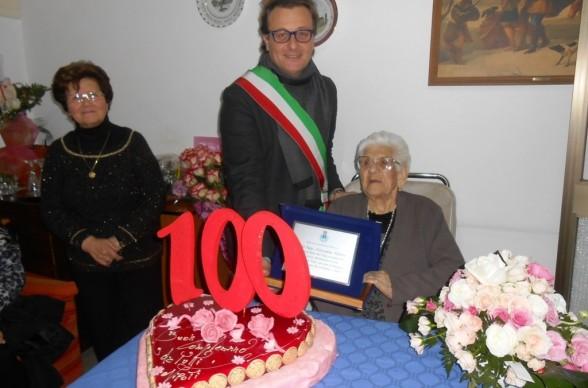 Una nuova centenaria giovanna tilotta giornale kleos for Giovanni tilotta